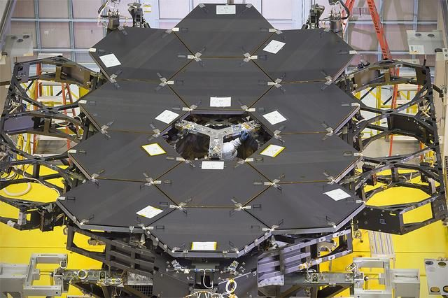 By the Dozen: NASA's James Webb Space Telescope Mirrors