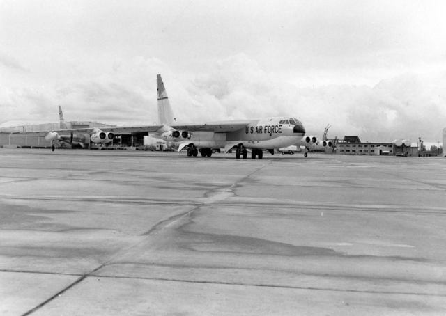 B-52 Front Quarter