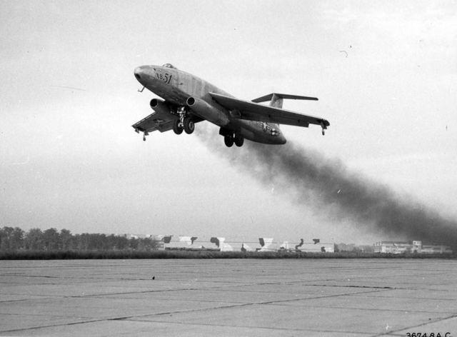 XB-51 Взлет 1