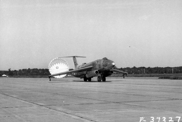 XB-51 Taxi with Chute 2