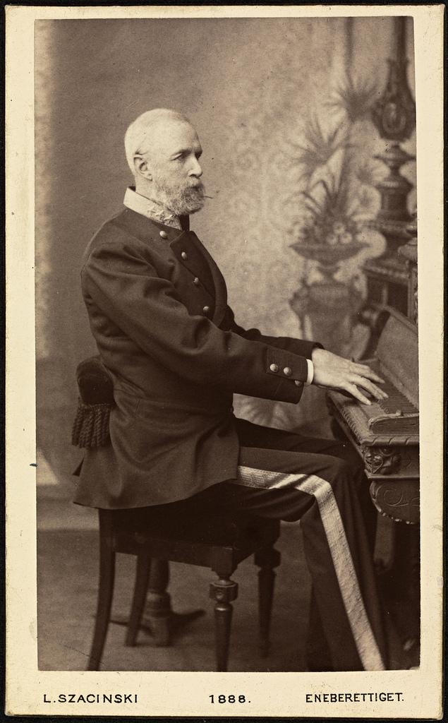 Portrett av Kong Oscar II ved pianoet, 1888