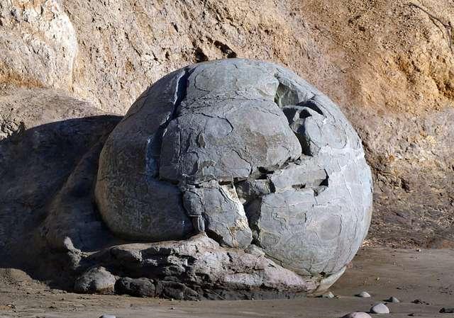 Moeraki boulder.