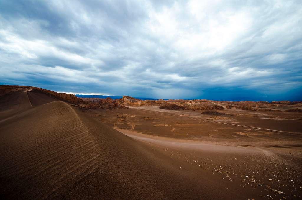 Clouds Over The Desert (Unsplash AKuzZrpJJew)