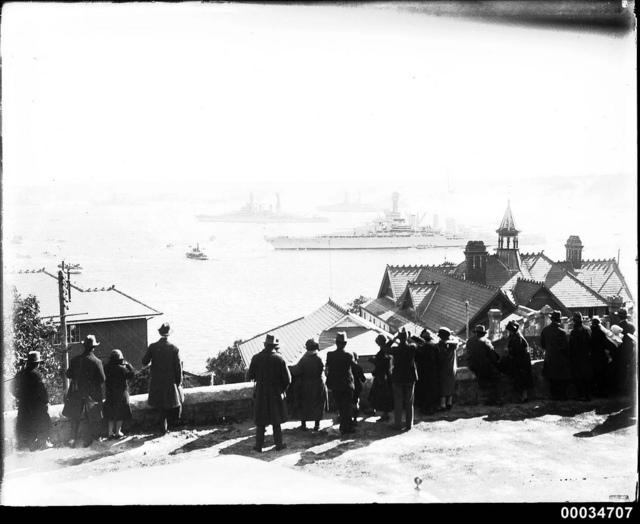 Crowd of civilians possibly in Cremorne, Sydney during US Navy fleet visit, 23 July 1925