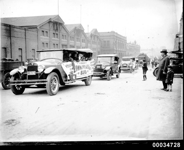 Motorcade in a street, possibly during the American Fleet visit to Sydney, 1925