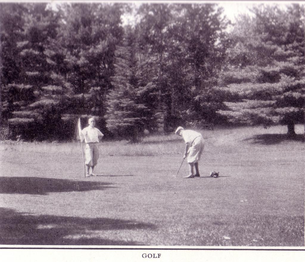 Closeup of Golf Photo in Bon Echo Brochure 1927