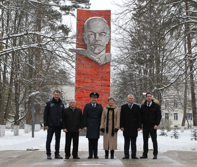 At the Gagarin Cosmonaut Training Center in Star City, Russia, the Expedition 50-51 prime and backup crewmembers pose for pictures Nov. 1 in front of Lenin's Statue before departing for their launch site in Baikonur, Kazakhstan. From left to right are backup crewmembers Paolo Nespoli of the European Space Agency, Fyodor Yurchikhin of the Russian Federal Space Agency (Roscosmos) and Jack Fischer of NASA and prime crewmembers Peggy Whitson of NASA, Oleg Novitskiy of the Russian Federal Space Agency (Roscosmos) and Thomas Pesquet of the European Space Agency. Whitson, Novitskiy and Pesquet will launch Nov. 18, Baikonur time, on the Soyuz MS-03 spacecraft for a six-month mission on the International Space Station.  NASA/Stephanie Stoll jsc2016e179947