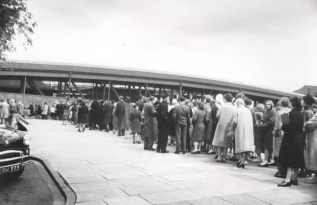 Volunteers queue for the Humber ferry 28 May 1961 (archive ref CD-103) (8)