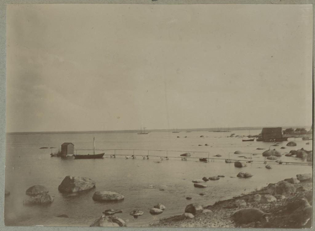 Ässa talu rand supelmajaga / The beach around Ässa farm with the bathhouse