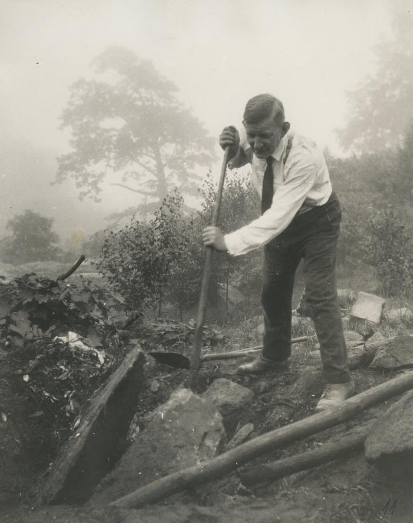Guido Maydell Stony Acresis maad kaevamas / Guido Maydell digging in Stony Acres