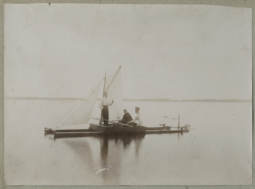 Katamaraaniga purjetamas / Sailing on a catamaran