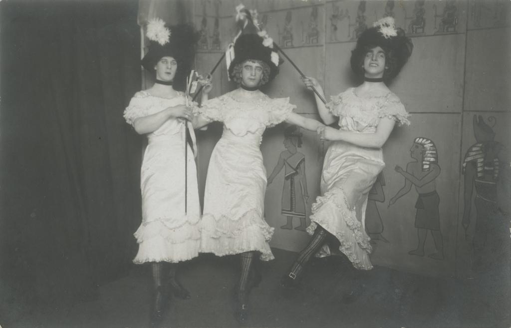 Tants Egiptuse hauakambris / Dancing in an Egyptian tomb