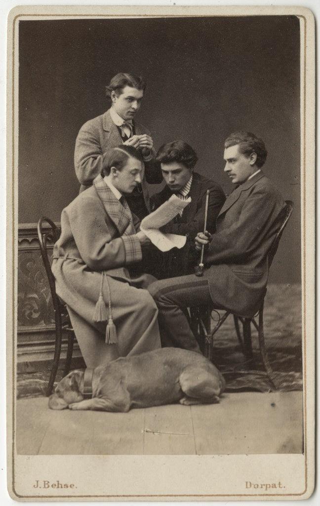 Tudengid koeraga / Students with Dog