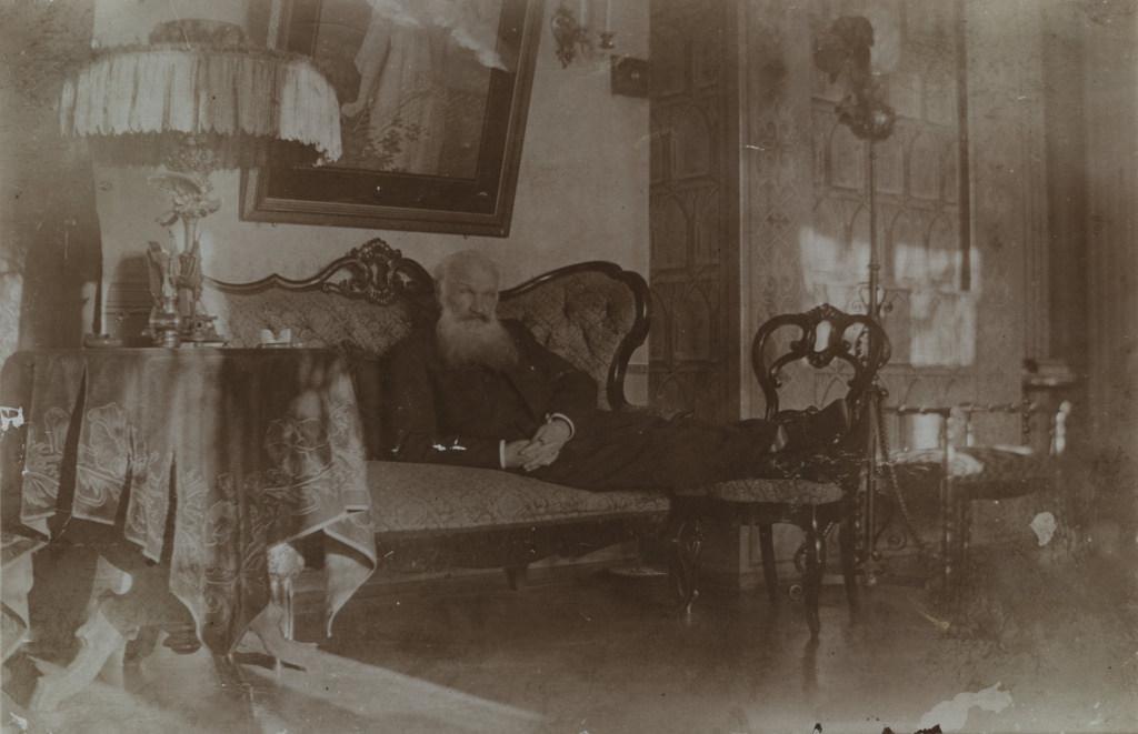 Vanahärra Schwarzbeckshofi mõisas / Elderly gentleman in Schwarzbeckshof manor (Latvia) - 1908