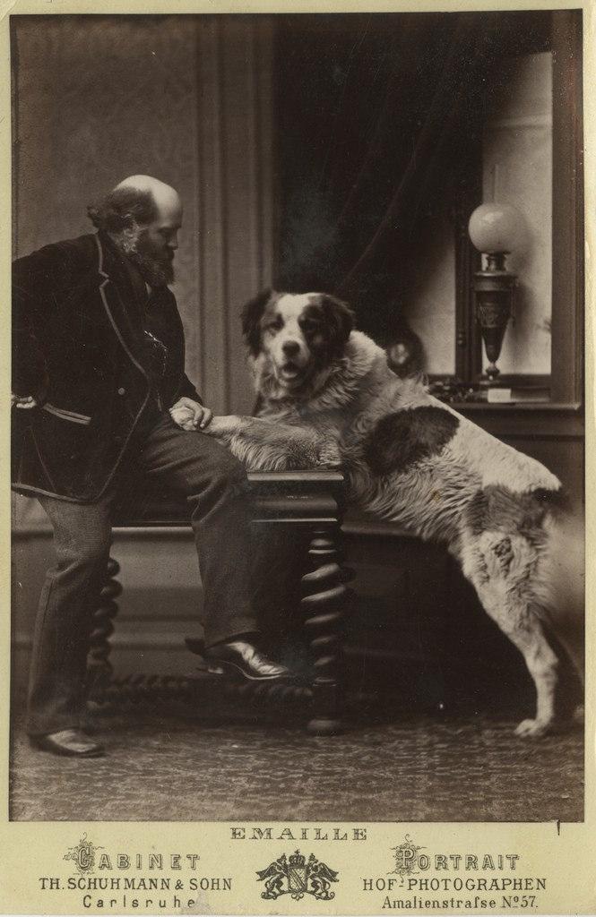 Vanem mees koeraga / Older Man with Dog