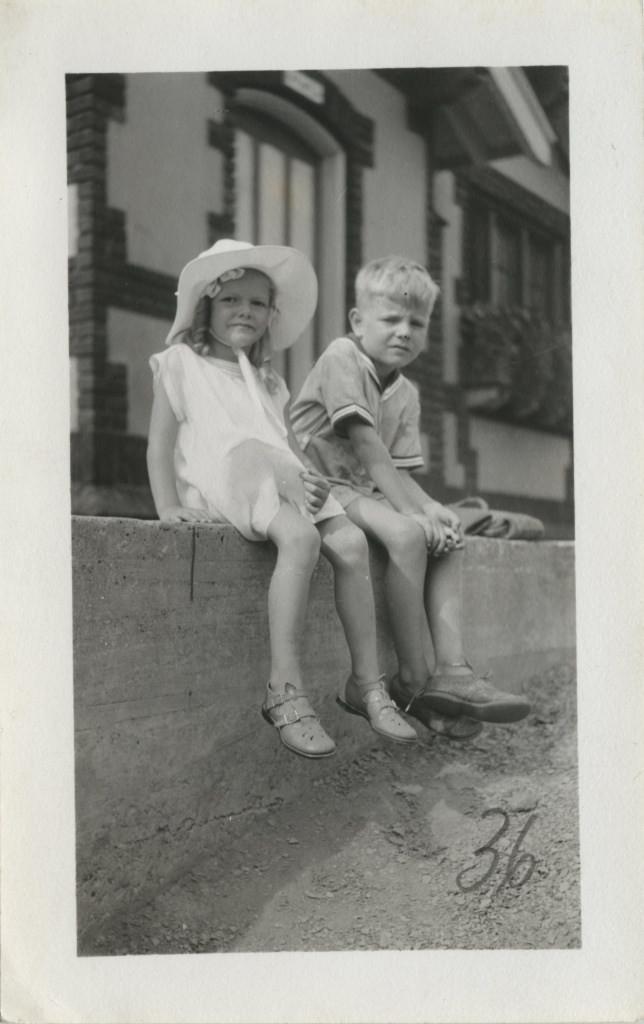 Virginia Blair koos tundmatu poisiga / Virginia Blair with a boy - 1934