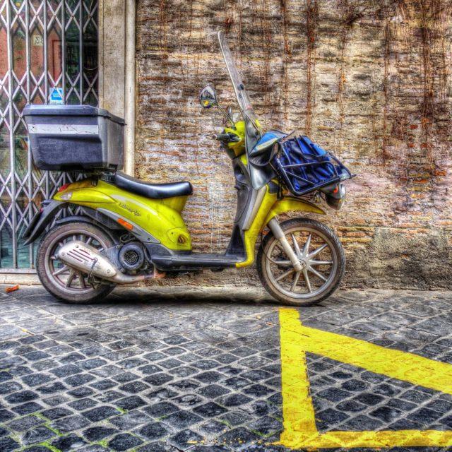 Poste italiane scooter