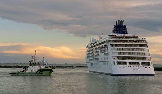"Docking the  ""Europa 2"".  Port of Timaru.NZ"