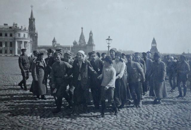 Saturdays volunteers on the 1st of May, Kremlin [s.d.]