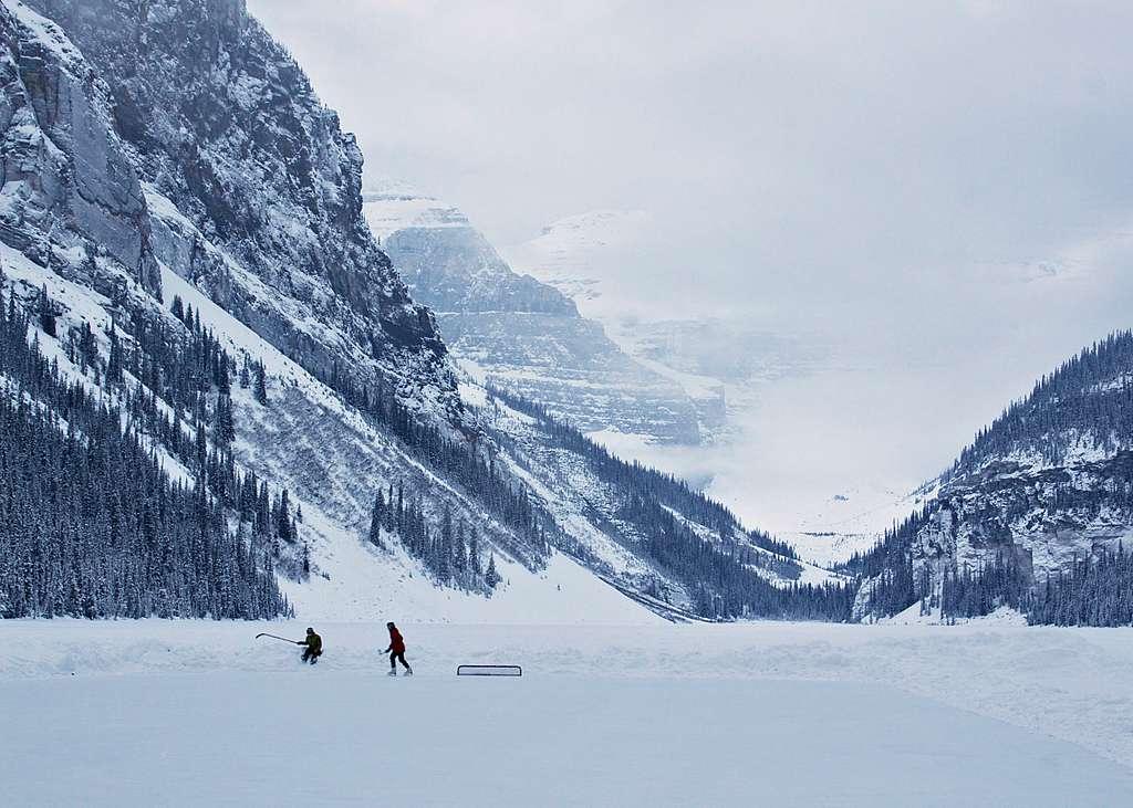 Lake Louise, Canada (Unsplash YOZcTXMo528)
