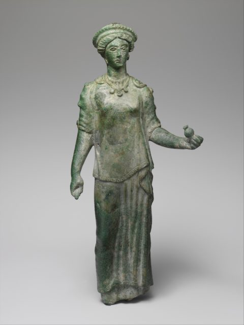 Bronze statuette of a female votary