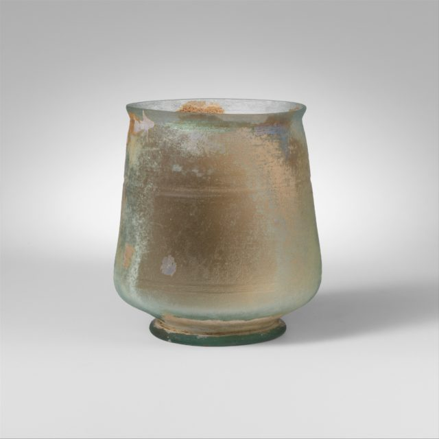 Glass footed beaker