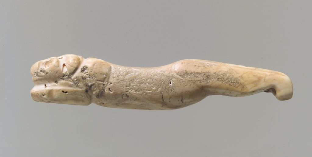Amulet in the form of a lion with legs extended