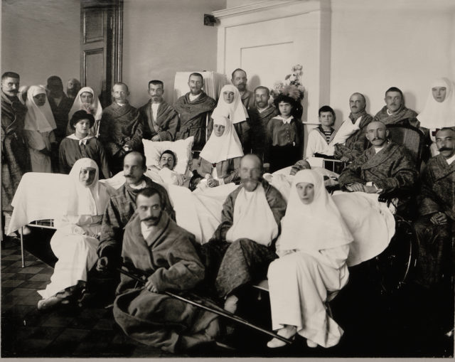 Members of the royal family in the ward of the Palace Hospital among the wounded soldiers. Tsarskoe Selo. The war of 1914.