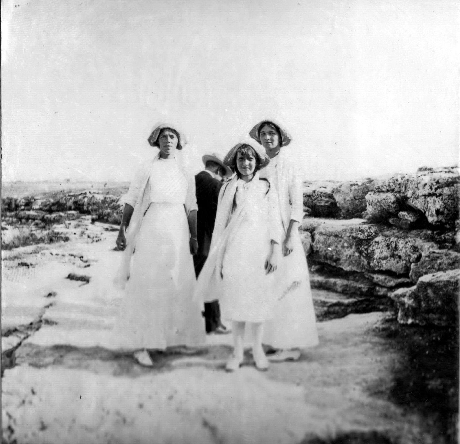Daughters of Emperor Nicholas II Grand Princess Olga, Anastasia Nikolaevna and Grand Duchess Olga Alexandrovna. Crimea.