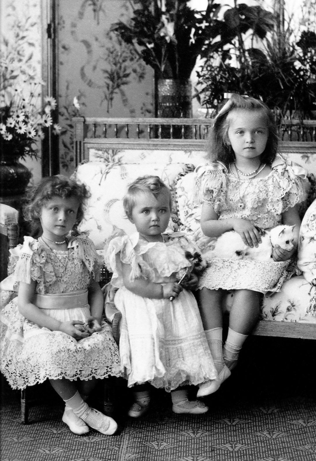 Daughters of Emperor Nicholas II Grand Princess Tatiana, Maria and Olga.