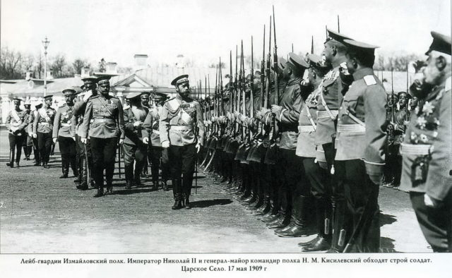 Emperor Nicholas Alexandrovich (Nicholas II) bypasses the formation of soldiers Izmailovsky regiment.