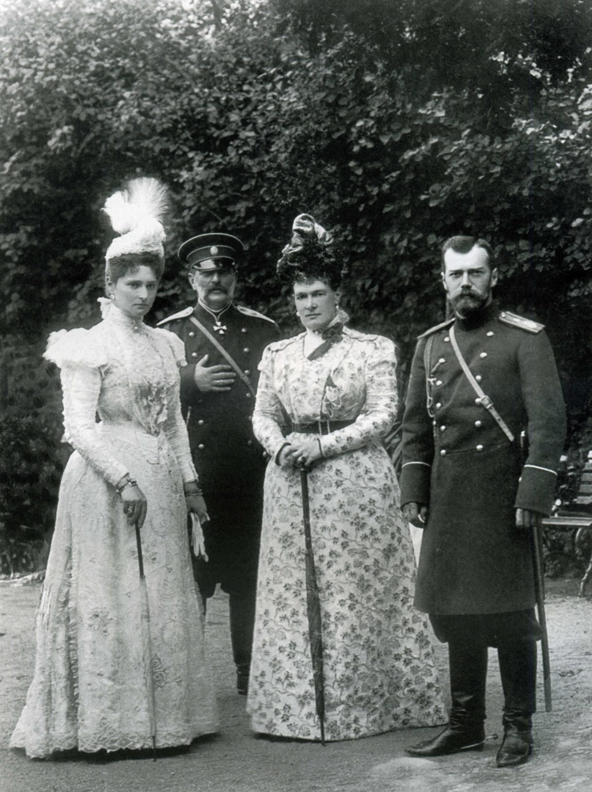 Group portrait: Emperor Nicholas II and Empress Alexandra Feodorovna.