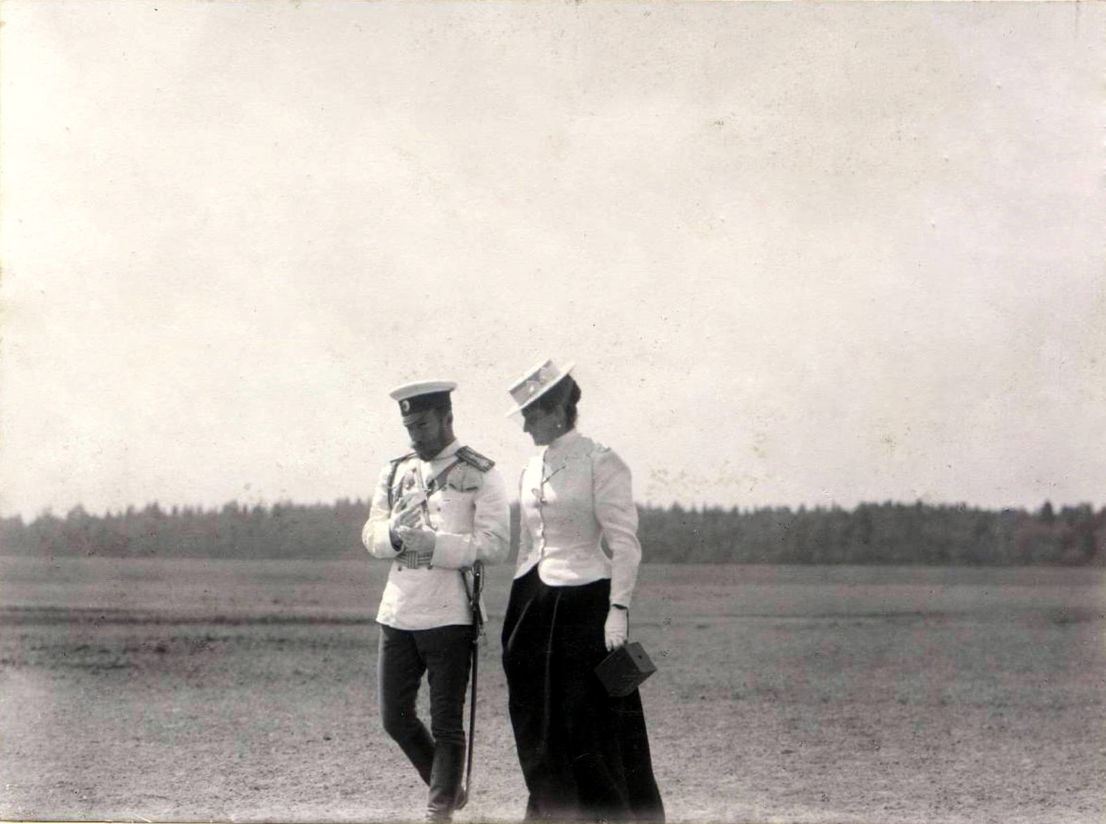 Nicholas II and Alexandra Feodorovna during a walk.