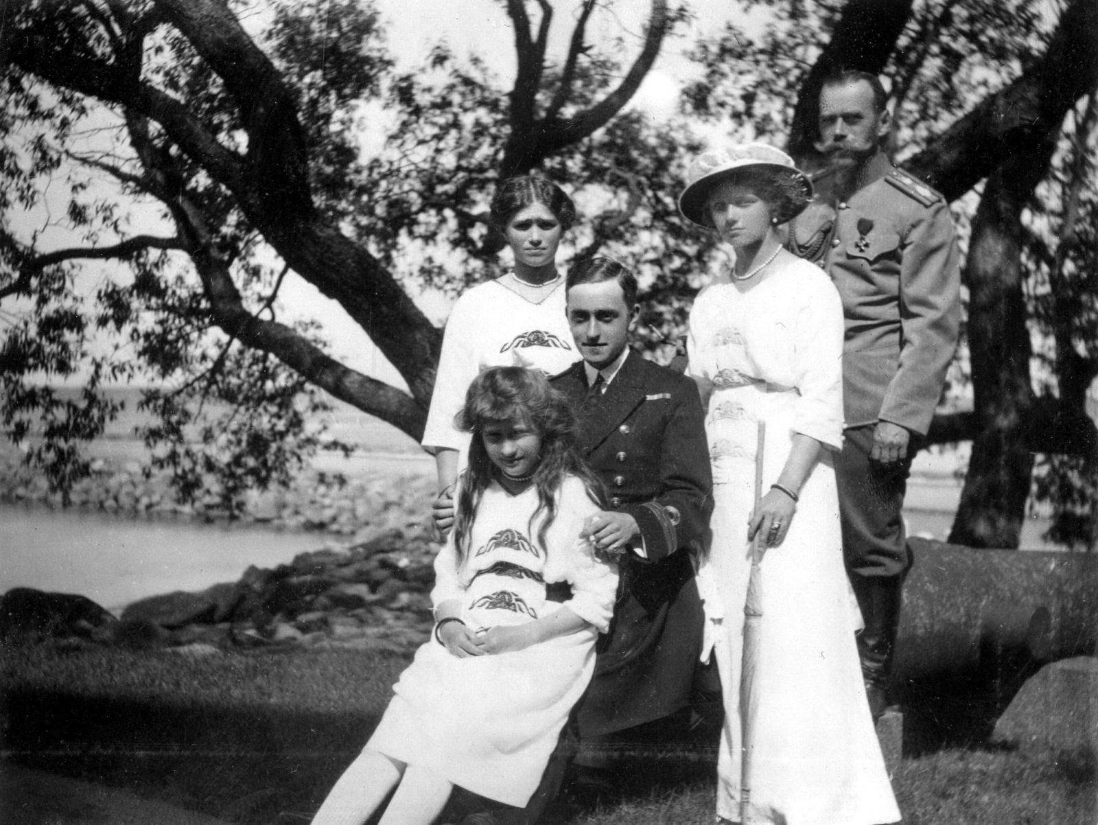 Emperor Nicholas II , Olga , Maria and Anastasia with George Mountbatten