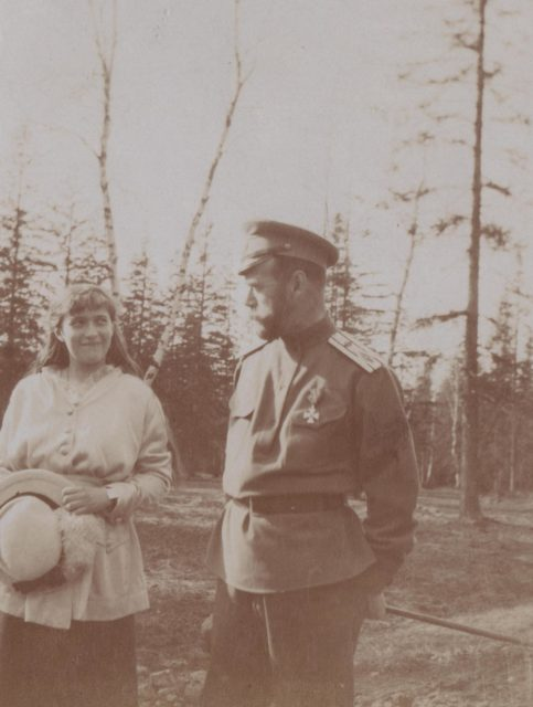 Emperor Nicholas II with the daughter of the Grand Duchess Anastasia Nikolaevna for a walk.