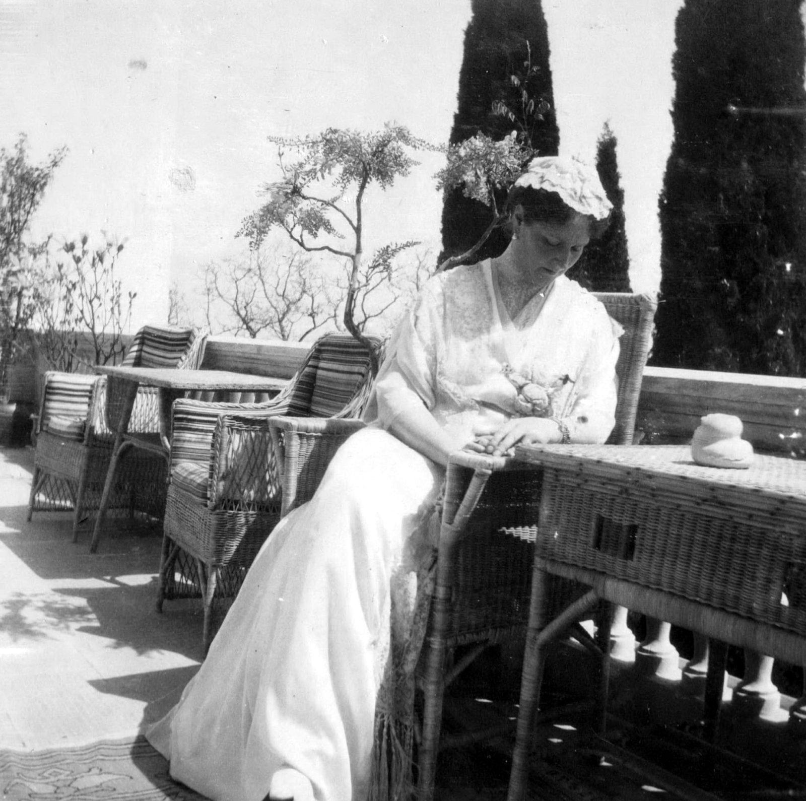 Empress Alexandra Feodorovna  in Livadia.1914 .