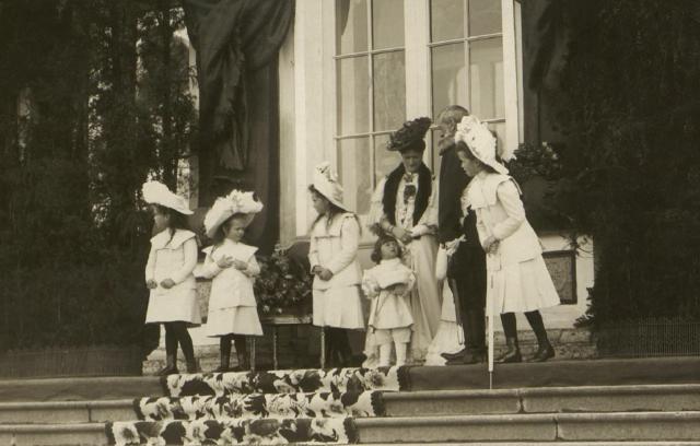Empress Alexandra Feodorovna, Tsesarevich Alexei Nikolaevich and Great Princes Olga, Tatiana, Anastasia and Maria.