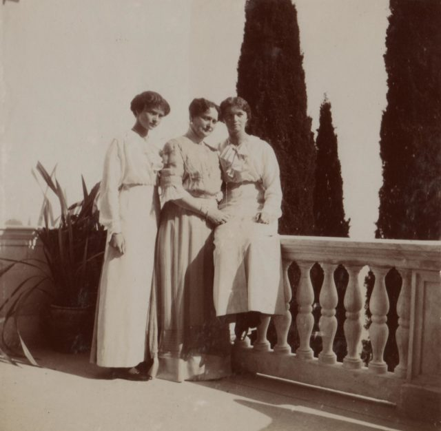 Empress Alexandra Feodorovna with her daughters Grand Dukes Olga Nikolaevna (right) and Tatyana Nikolaevna.