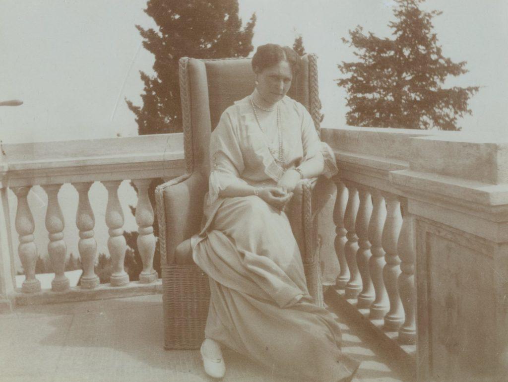 Empress Empress Alexandra Feodorovna.