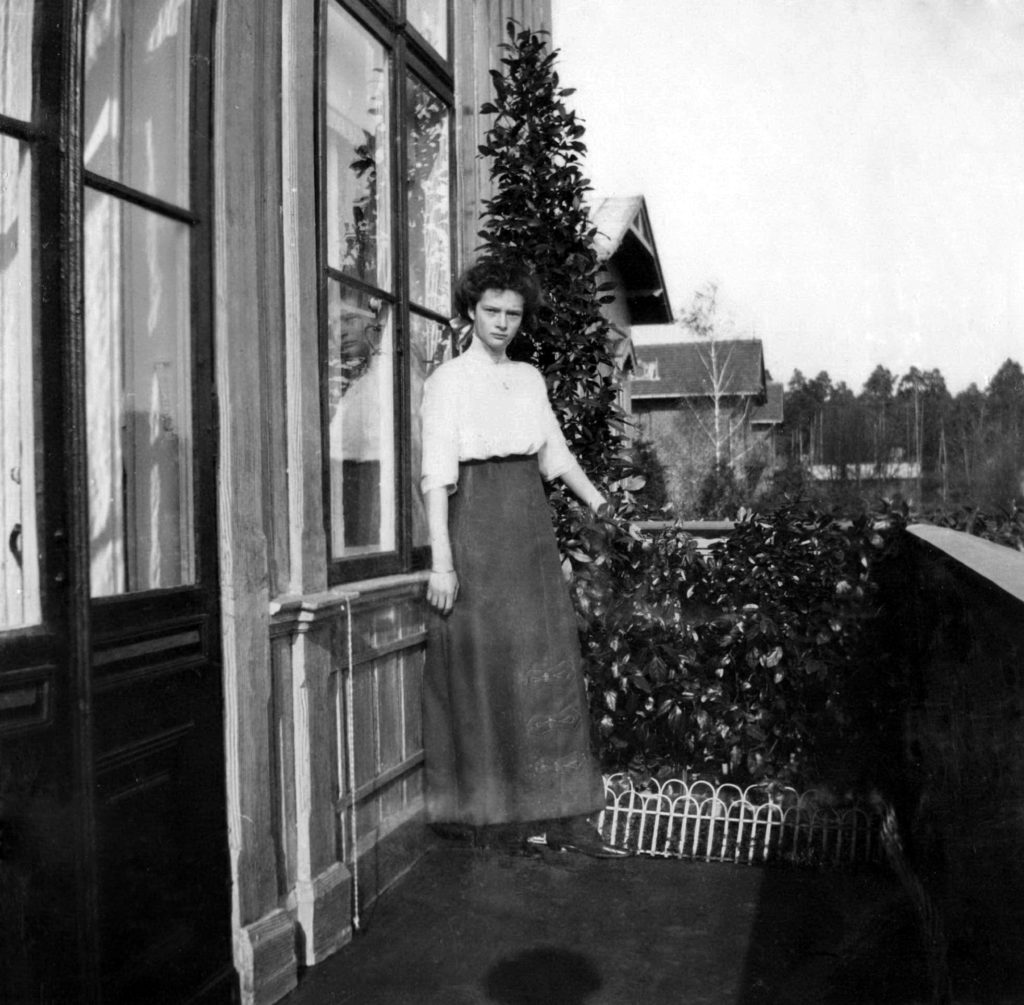Grand Duchess Tatyana Nikolayevna on the balcony. Spala. 1912.