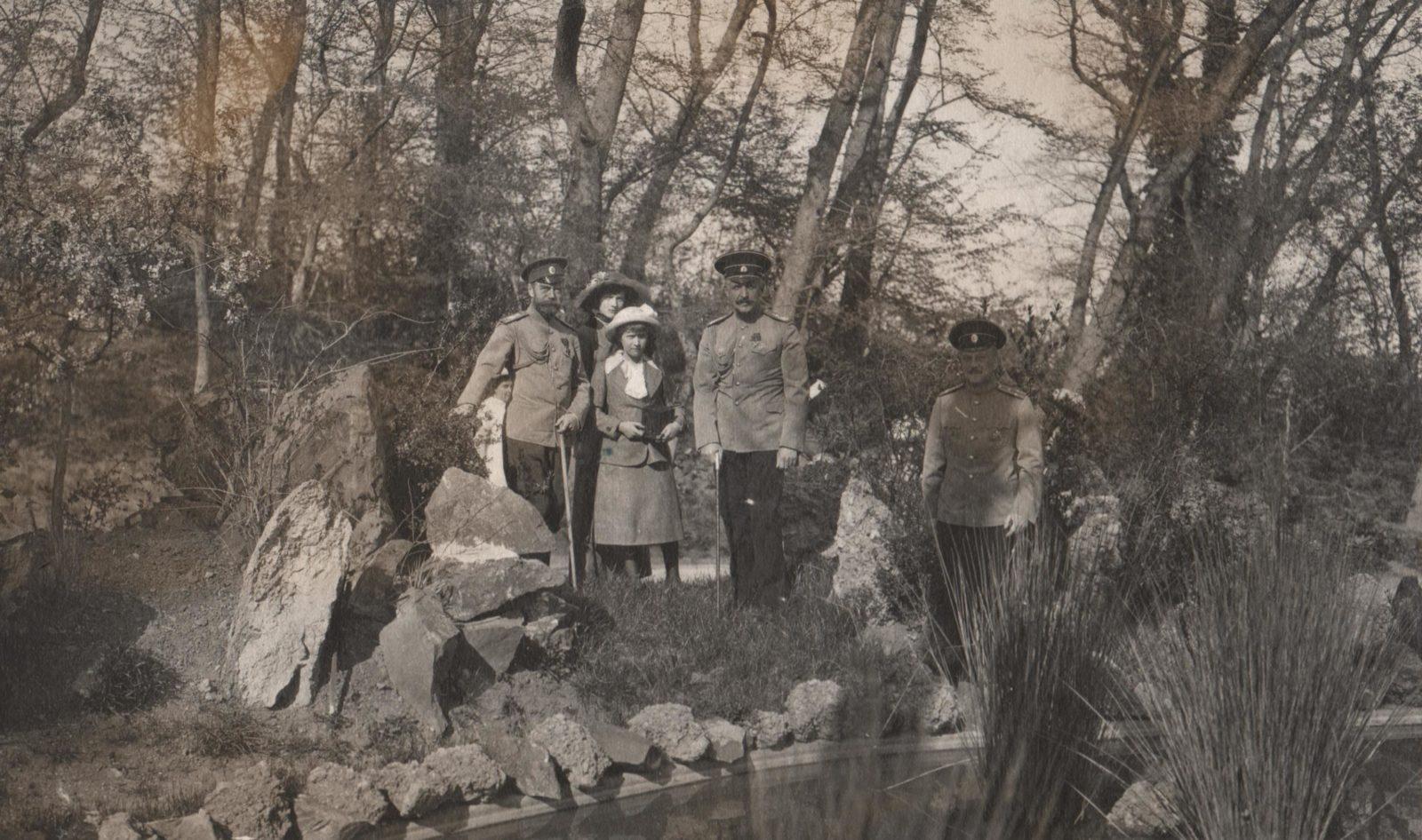 Grand Duchesses Olga, Tatiana, Maria, Anastasia. Livadia, 1914