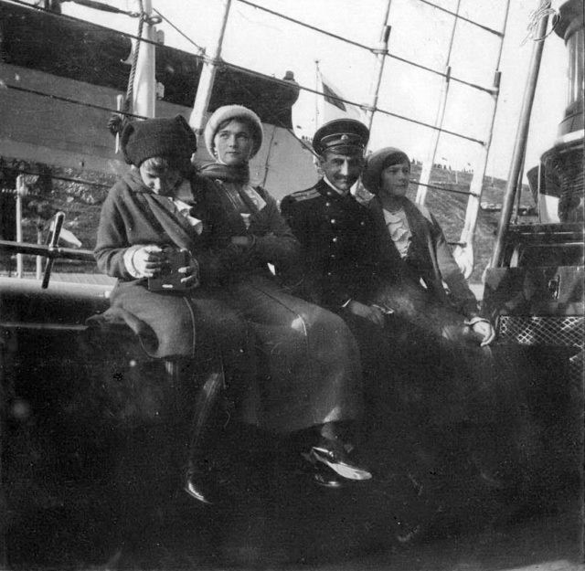 "Grand Princess Anastasia, Olga and Tatiana aboard the Imperial yacht ""Standart"".1914."
