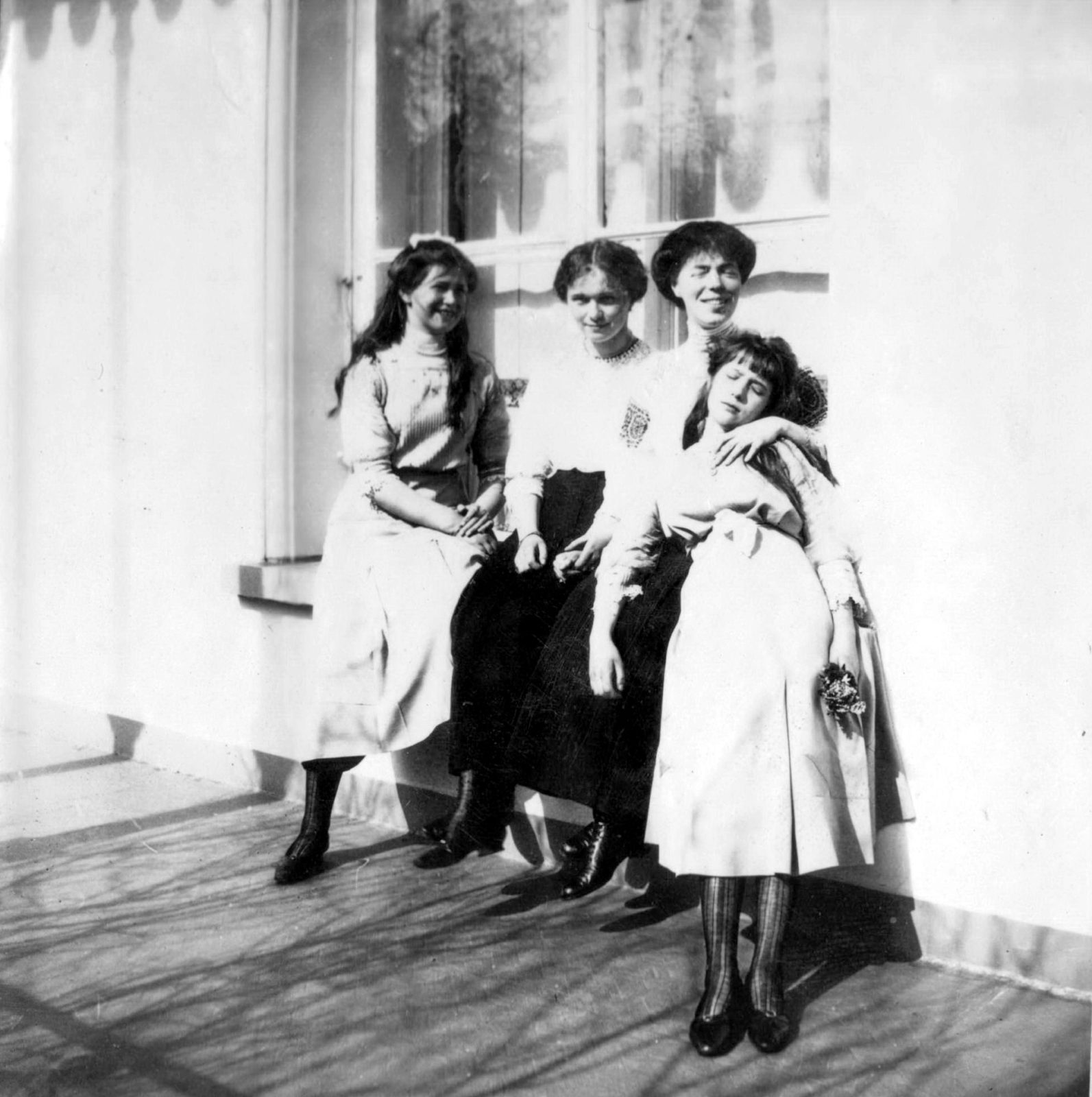 Grand Princess Maria Nikolaevna, Olga Nikolaevna, Grand Duchess Olga Alexandrovna and Grand Duchess Anastasia Nikolaevna.