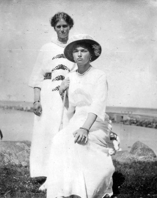 Grand Princesses Olga Nikolaevna and Maria Nikolaevna.