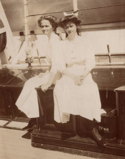 "Grand Princesses Olga Nikolayevna (left) and Tatyana Nikolayevna on the yacht ""Standart""."