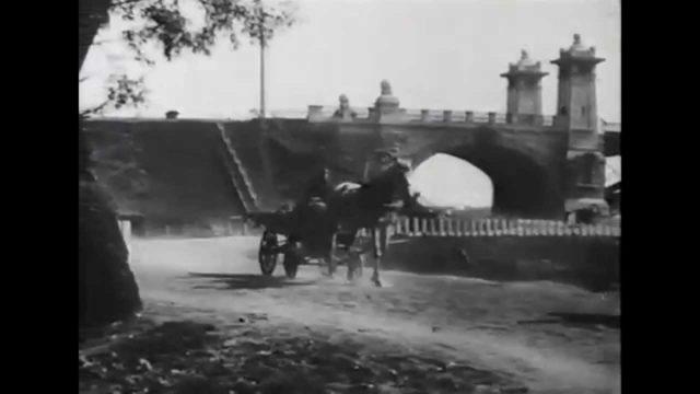 Moscow River near the Kremlin in the early 20th century. Moskvoretskaya and Sofiyskaya embankment. Shopping Rows.