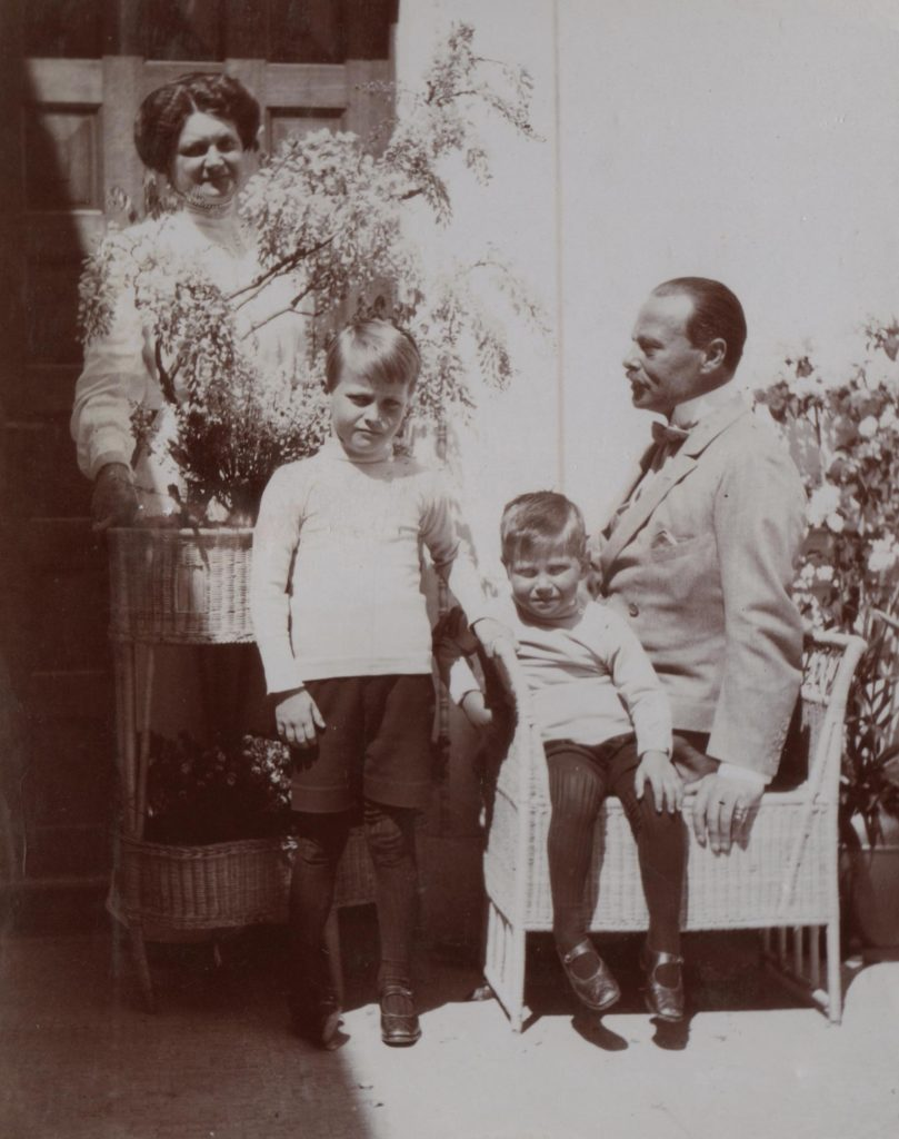 The Grand Duke Ernst of Hesse, his second wife Eleanor Solms-Hohensols-Likh and his sons Georg Donatus and Ludwig.