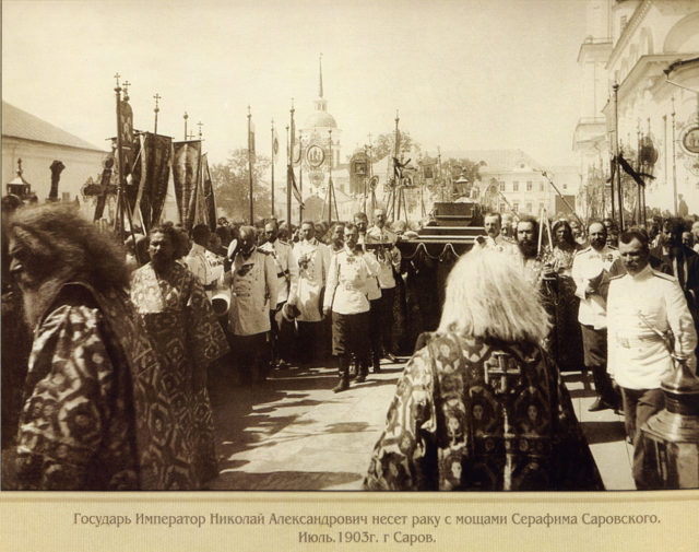 The procession with the relics of St. Seraphim of Sarov during the canonization of the saint on July 19 (August 1), 1913.