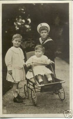 Tsarevich Alexei Nikolaevich and the children of Grand Duke Ernst of Hesse