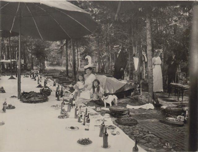 Grand Duchess Maria Pavlovna with children. Romanovs at a picnic. Summer of 1913.